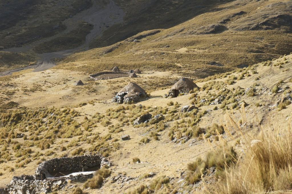 Les montagnes sont habitées par quelques bergers et leurs troupeaux