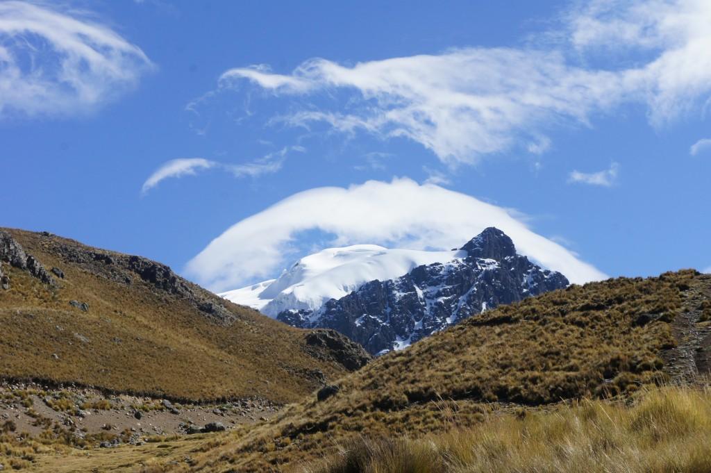 A cette altitude, les nuages épousent les montagnes