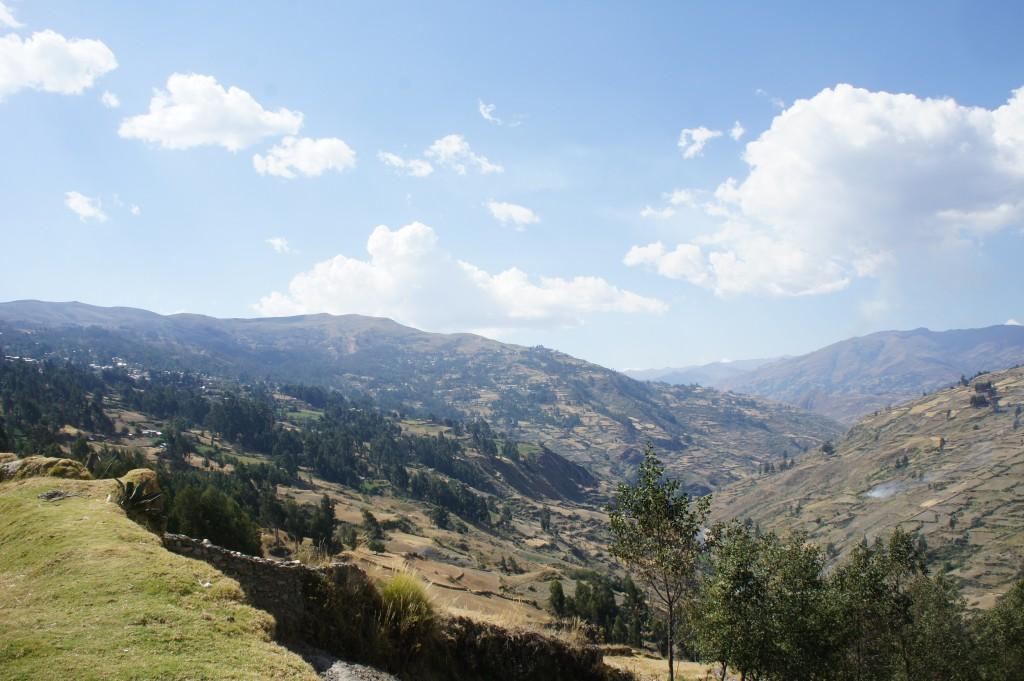 Nous parcourons la vallée d'une montagne à l'autre